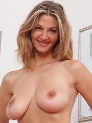 Absolute hot amateur with large great jugs