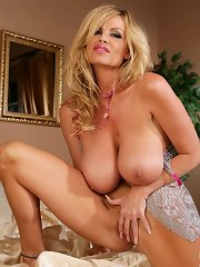 Kelly plays with her pussy in the bedroom in a pink bra.