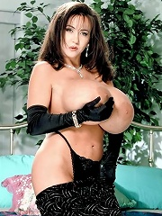 Stacked brunet big buster queen sofia staks teasing.