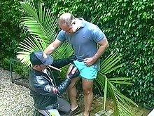 Cop gives head to a lawbreaker