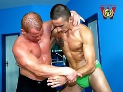 Alfredo Castaldo v Tome Taylor-Body Builder coach, Alfredo Castaldo teaches young,rookie,uber-fit fighter Tom Taylor to manner. Mad punishment,crazy u