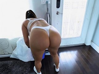 Nice Thick Latina Milf Maid Nuvid