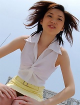 free asian gallery Japanese teen flashes her...