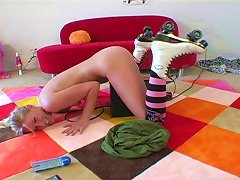 Teen  Rides The Sybian