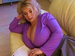 Blondine Mit Dicken Titten