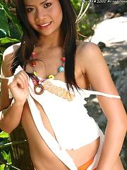 Thai Cutie Volk Saranya Stripping Under Tree